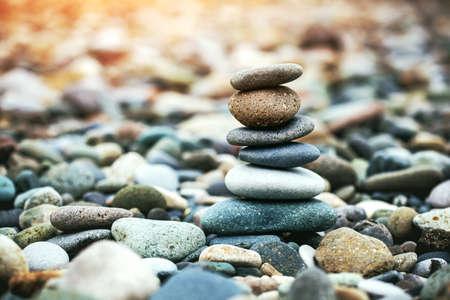 Sea pebble stones tower on beach. Balance and harmony concept Imagens