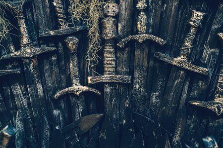 Alte Ritter Schwerter Hintergrund. Mittelalterliche Kaltwaffe aus Metall, getönt