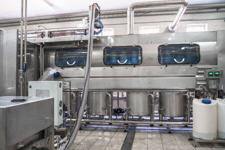 Industrial equipment, part of automatic conveyor, washing and disinfection of reusable plastic bottles factory production of purified drinking water. Banco de Imagens