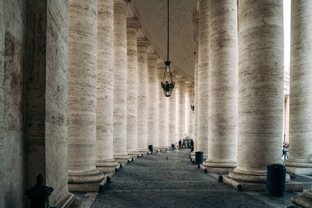 Colonnade of St Peters Square in Vatican City. Row of Old Big columns. Standard-Bild