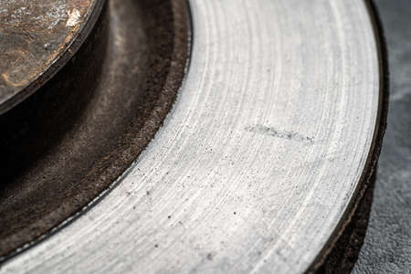 Surface of old used brake disc with scratches and grooves after intensive use, macro photography. Banque d'images - 157830534