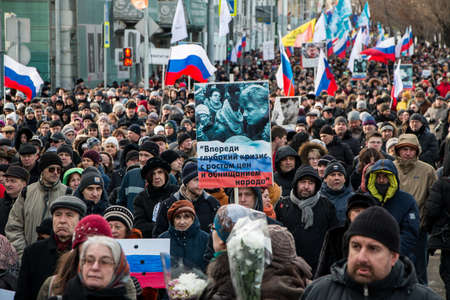 25 February 2018, RUSSIA, MOSCOW. March of the memory of Boris Nemtsov in the center of Moscow, The Boulevard Ring, Russia. Banque d'images - 137704165