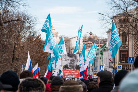 25 February 2018, RUSSIA, MOSCOW. March of the memory of Boris Nemtsov in the center of Moscow, The Boulevard Ring, Russia. Banque d'images - 137704178