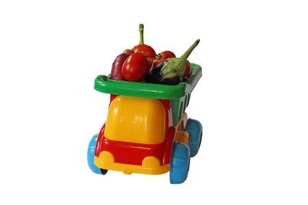 Camion giocattolo con verdure
