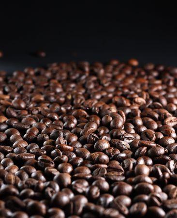 Un sacco di chicchi di caff� torrefatti marroni