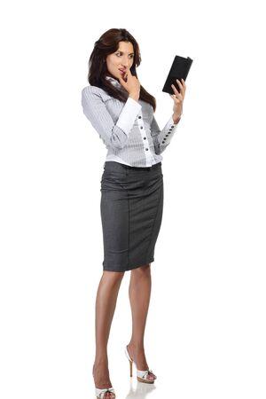 Giovane donna isolata sul libro elettronico whte lettura  Archivio Fotografico