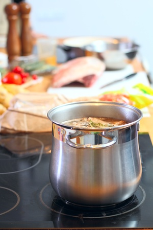 stell: Stell saucepan with soup at the kitchen