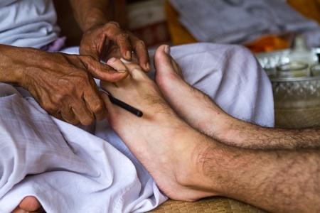 healers: Balinese healers hands to massage your mans legs