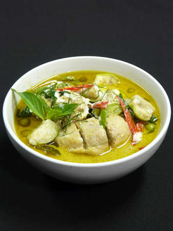 kaeng: thai food - kaeng kiaw wan gai - green curry with chicken in white bowl
