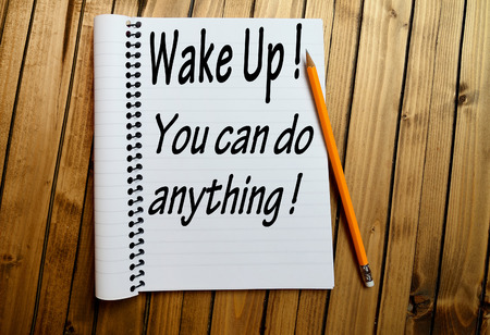 uyanmak: Wake up You can do anything word on notepad Stok Fotoğraf