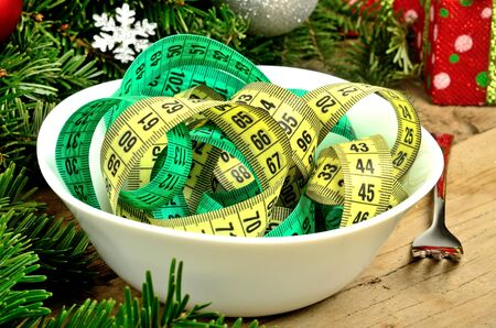 centimeter: Bowl with centimeter and christmas decoration on table