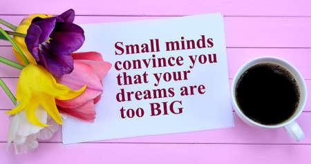 bebes lindos: Las mentes pequeñas se convencen de que sus sueños son demasiado cita big.Inspirational Foto de archivo