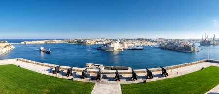 Valletta panorama. Fort Saint Angelo - Malta. Saluting battery, important tourist attraction Zdjęcie Seryjne