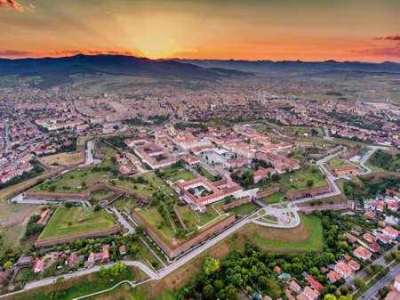 アルバの Iulia ヴォーバン様式中世の城壁に囲まれた要塞
