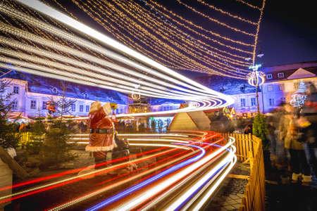 rumania: Sibiu Christmas Market in Transylvania, Romania. Long exposure. Hermannstadt city. Stock Photo