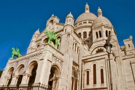 marte: Monte Marte Cathedral in Paris, France Editorial