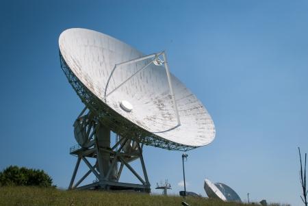 Antena de la estaci�n terrena Aflenz, Estiria, Austria Foto de archivo