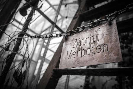 prohibido el paso: No hay signos de invasi�n de propiedad (Zutritt verboten) colgando de la cadena.