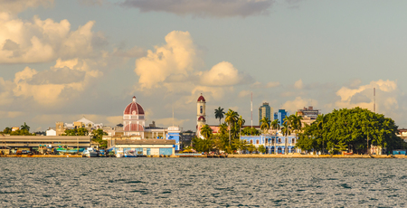 キューバのシエンフエゴスとカリブ海の島周辺の水辺の風景 写真素材