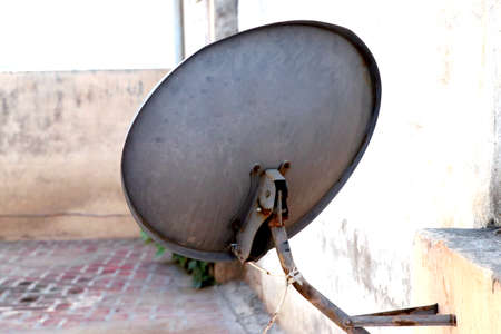 An old rusty television antenna image, satellite dish image Banque d'images