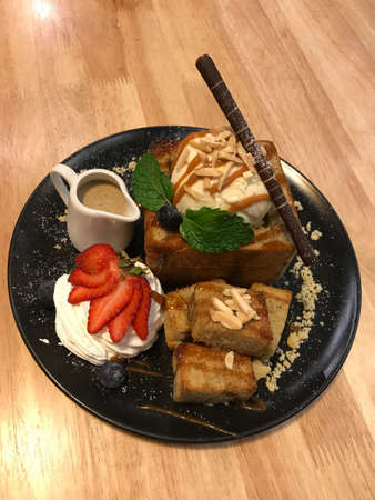 Closed up caramel toast with strawberry topping ready to serve Banco de Imagens