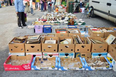 Spa, België - juli 2012: Brocante, een rommelmarkt in Spa