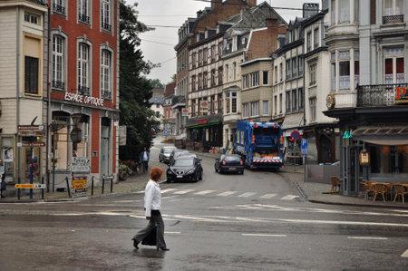 recolector de basura: Spa, Bélgica - Agosto de 2010 recolector de basura municipal y basura compresor de carga de camiones de residuos en las calles de Spa Editorial