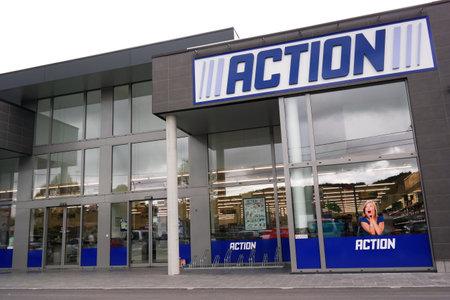 operates: Malmedy Belgio maggio 2015: L'azione � una catena di discount olandese. Vende nei loro negozi di variet� di prodotti a basso budget. Azione gestisce oltre 400 negozi nei Paesi Bassi Belgio, Germania e Francia.