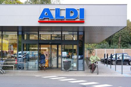 KAPELLEN, BELGIUM - OCTOBER 2015: Branch of a ALDI supermarket. Aldi is a leading global discount supermarket chain Headquartered in Germany. Photo taken in Flanders, Belgium Editoriali
