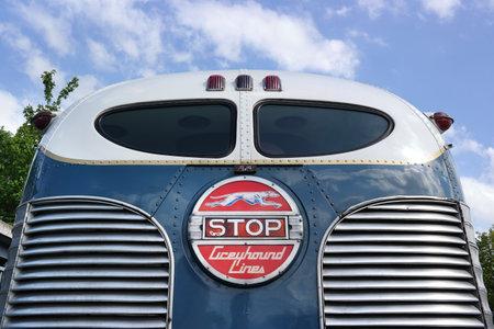 Paesi Bassi - maggio 2015: Stop luce sulla parte posteriore di un veterano o Greyhound Bus Lines Editoriali