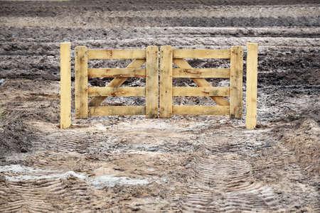wasteland: New wooden Fence middle of wasteland