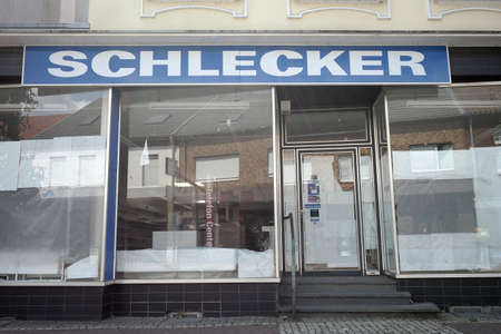 ELTEN, GERMANY - JULY 2017: Closed Schlecker branch, drug store chain. Schlecker went bankrupt in 2012 Sajtókép