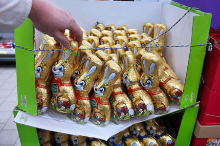 GERMANY - JANUARY 2018: A box with chocolate Easter Bunnies in a Supermarket Publikacyjne