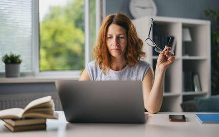 Woman working at home 版權商用圖片
