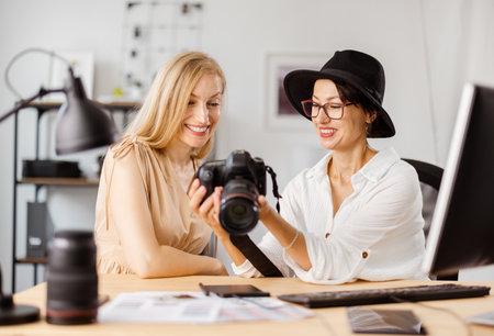 Photographer working with client 版權商用圖片