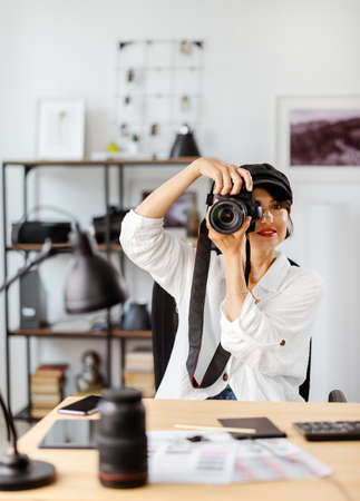Woman testing photo camera 版權商用圖片
