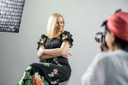 Photographer shooting woman 版權商用圖片