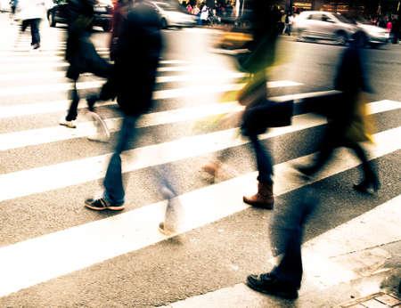 Besetzt Großstadt Straße Menschen auf Zebrastreifen Standard-Bild - 11624881