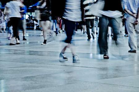 gente caminando: gente de negocios movimiento abstracto fondo borroso