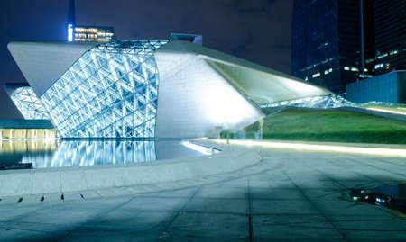 Guangzhou, China - Nov. 05: Guangzhou Opera House Nacht-Landschaft am 5. November 2011 in Guangzhou, China. Es ist von der Architektin Zaha Hadid entworfen und hat sich zu einem der sieben neuen Wahrzeichen in Guangzhou Standard-Bild - 11729073