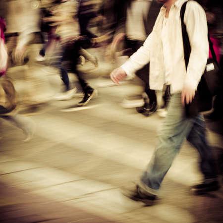 Geschäftigen Stadt Menschen Menschenmenge auf Zebrastreifen Straße Standard-Bild - 11911315