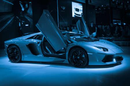Guangzhou, China - 26. November: Lamborghini LP700-4 Aventador sport auto auf dem Display auf der 9. Internationalen Automobil-Ausstellung in China. am 26. November 2011 in Guangzhou China. Standard-Bild - 13226114