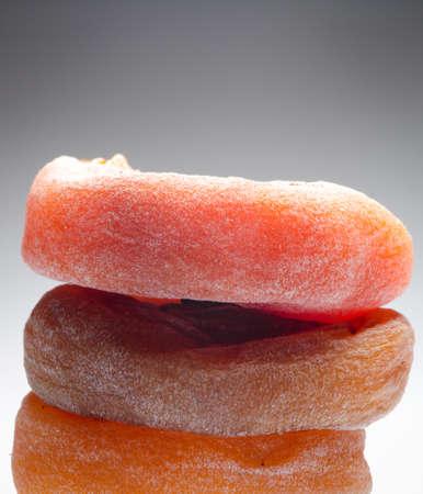 persimmon: caqui seco aislado en blanco Foto de archivo