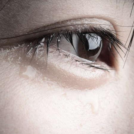 oog met scheur van Aziatische vrouw