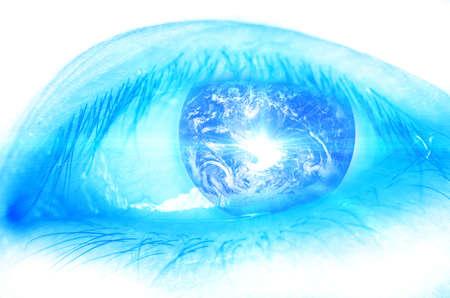 percepción: Tierra ojo de insecto, concepto del mundo (La imagen está amueblada tierra por la NASA)