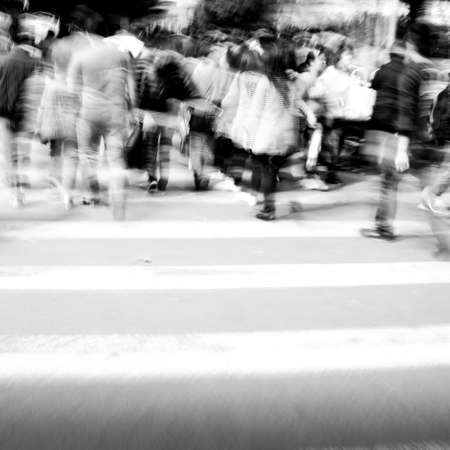 Commuters cruce en hora punta, el desenfoque de movimiento photo