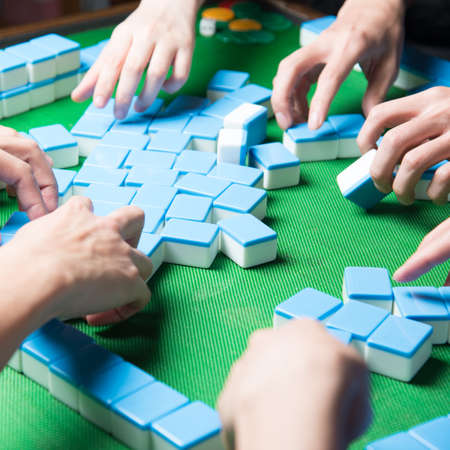 people palying mahjong game Standard-Bild