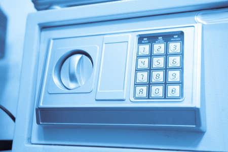 teclado numérico: de metal caja fuerte con teclado numérico Foto de archivo