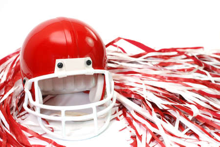 白い背景で隔離赤いフットボール ヘルメットとポンポン poms