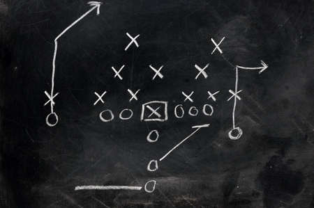 점수: Diagram of football play on black chalkboard.   스톡 사진